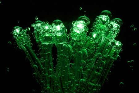 leds: LEDs con burbujas de gas se sumergen en agua mineral.
