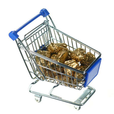 In a shopping basket are gold nuggets.