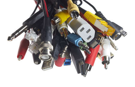 A bundle of different electrical plugs against a white background. Stockfoto