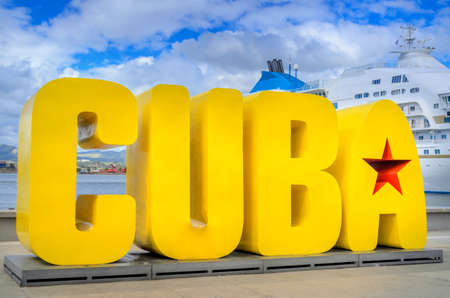 Welcome inscription Cuba in the port of Haavnna, on the background of a cruise liner Stok Fotoğraf