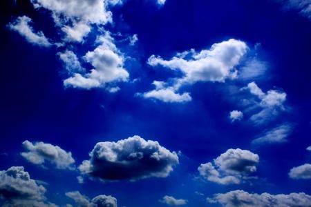 nubes de la noche en la luz de la Luna Foto de archivo