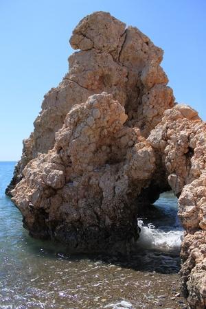 afrodita: Gruta cerca de Petra tou Romiou en Paphos, Chipre (o Roca de Afrodita, Birhtplace de Afrodita).