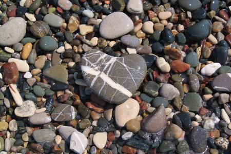 Coraz�n de piedra de color guijarros Foto de archivo