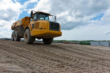 opgraving vrachtwagen geladen met zand Stockfoto