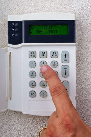 burgler: touchpanel to activate the alarm to be activated by hand