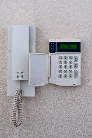 touchpanel om het alarm gelegen naast de intercom te activeren