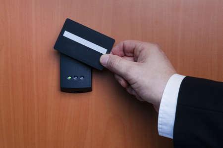 contrase�a: sistema electr�nico de llave para bloquear y desbloquear las puertas Foto de archivo