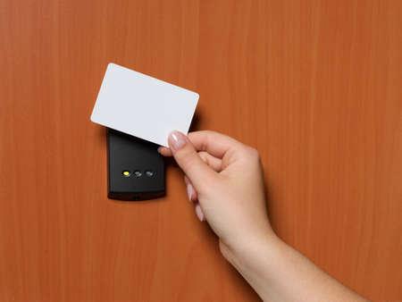 toegangscontrole: elektronische sleutel systeem te vergrendelen en ontgrendelen deuren