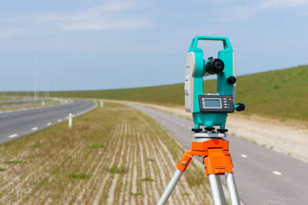 tachymeter: A modern theodolite or total station on a tripod  Stock Photo
