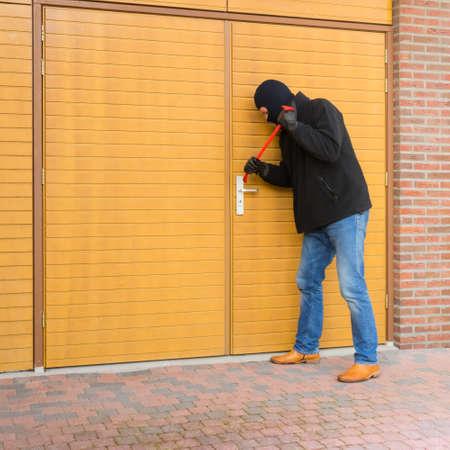 Betekenen op zoek inbreker binnenkomt een huis