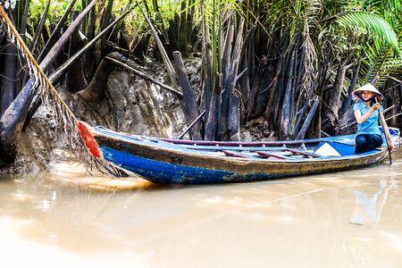 sculling: Traditional Sampan Boat
