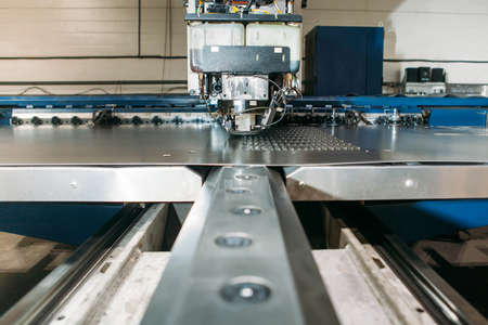 aluminum: Coordinate punching press machine with metal plate