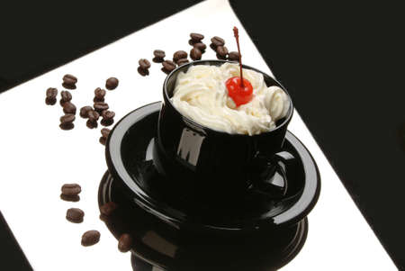 coffee berry: Coffee with cream and berry