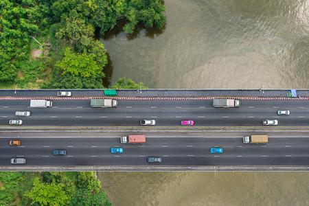 공공 다리에서 교통의 조감도