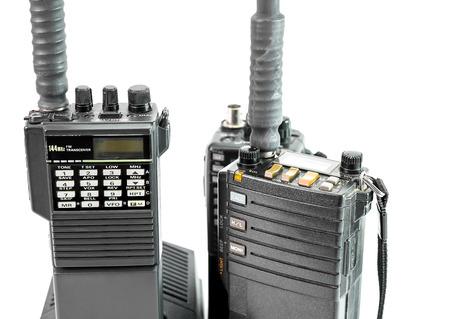 흰색에 고립 된 휴대용 라디오의 근접 촬영