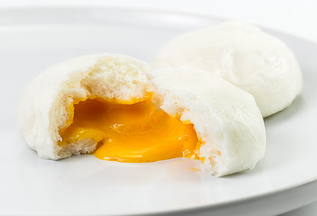 Chinese steamed bun and sweet creamy stuff Imagens