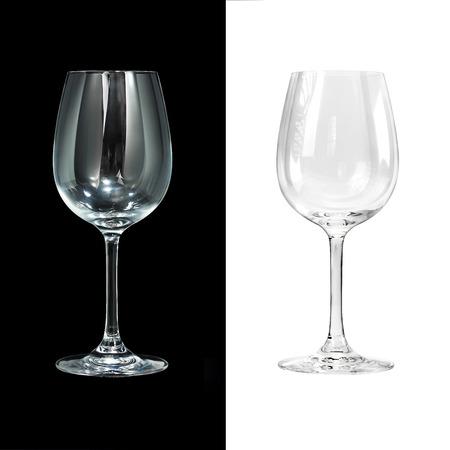 Lege wijn glas geïsoleerd op zwart en wit