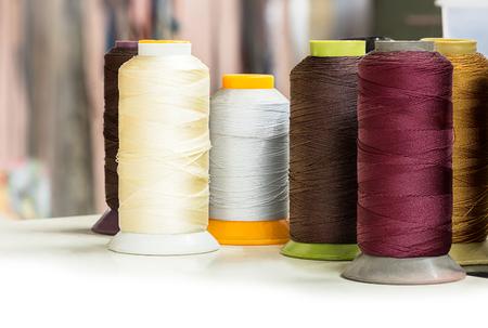 industria textil: Varias bobinas de hilo para la industria textil