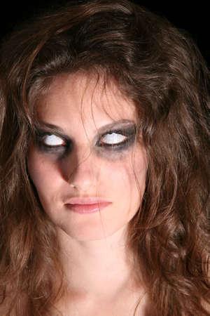 insanity: Mujer de inflexi�n sus ojos y mostrando s�lo blanco