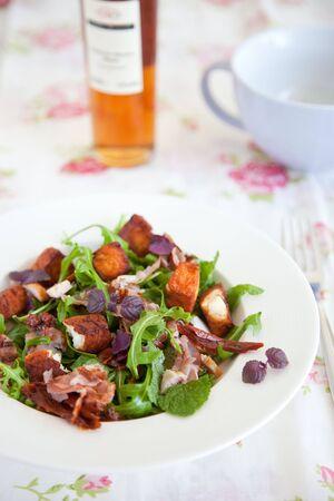 haloumi: Delicious salad with haloumi, bacon and rocket