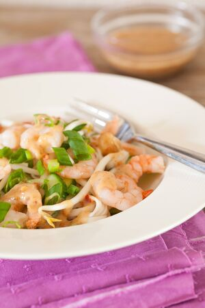 beansprouts: Fresh noodle salad with shrimps, beansprouts and spring onions