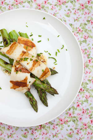 haloumi: Asparagus salad with halloumi