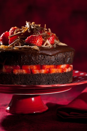 Delicious chocolate strawberry cake with chocolate ganache Stock Photo - 11112737