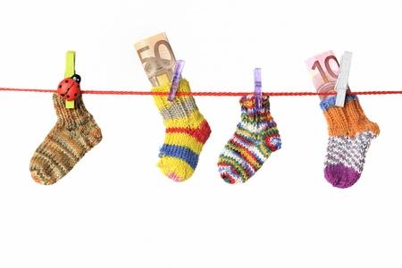 ropa colgada: Artículos para bebés colgando en el tendedero