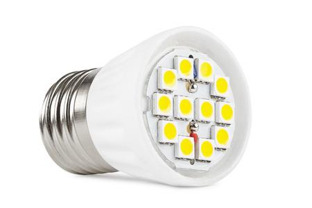 leds: bombilla LED de luz sobre un fondo blanco, el tablero con LEDs primer
