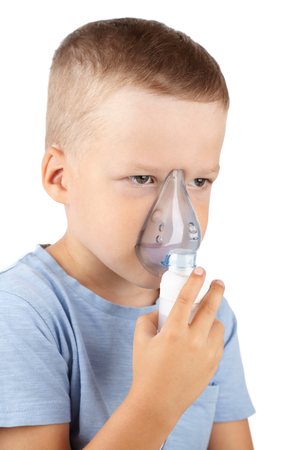 the child breathes through a mask of inhalation, respiratory therapies, lung diseases Banco de Imagens