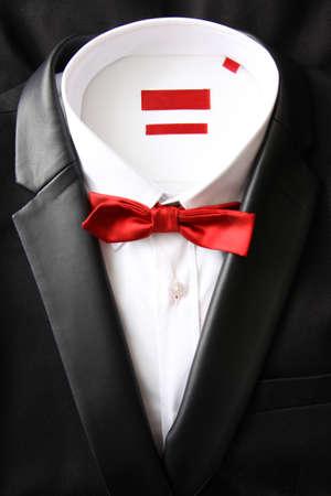 Stilllife van zwarte sakko met wit overhemd en rode vlieg Stockfoto