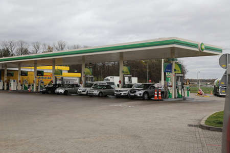 re fuel: Gas station