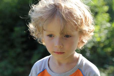 Piccolo bel ragazzo Archivio Fotografico - 70498297