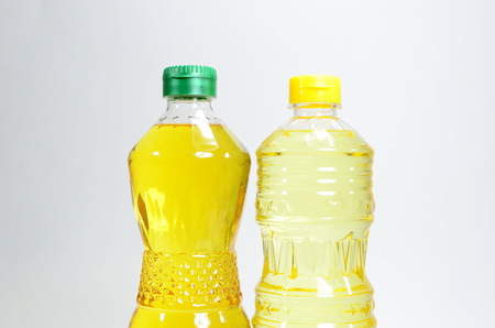 Palm oil and soybean oil  photo