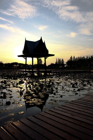 formatting: Hall lotus pond.