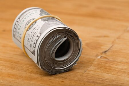 Close-up gerollte US-Dollar-Banknoten