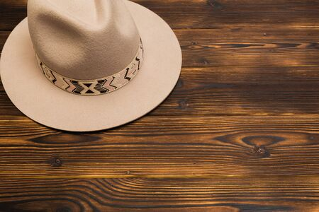 Felt hat on wooden background- Image 版權商用圖片