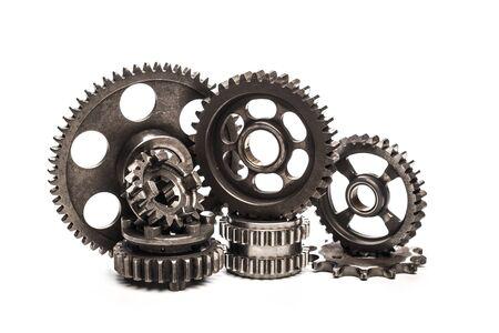 Różne części i akcesoria samochodowe, na białym tle koła zębate