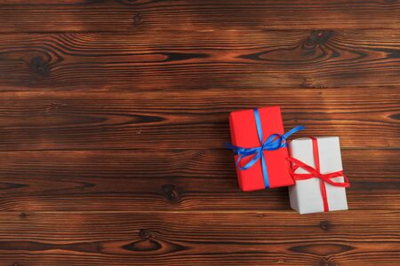 gift box on a wooden background top view. - Image Banco de Imagens