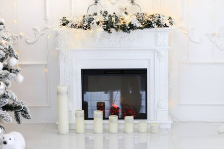 Natural Gas Fireplace decorated with Christmas ornaments, candles and basket of dried pine cones for the holiday season Banque d'images