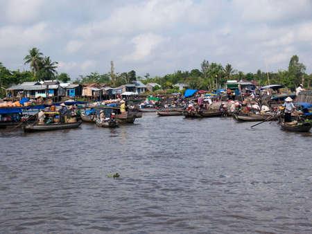 march� flottant: Le march� flottant dans le delta du M�kong, au Vietnam. Banque d'images