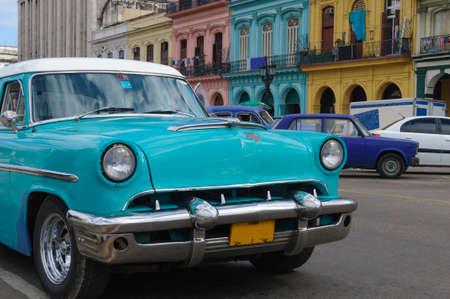 오래 된 하바나, 쿠바에서 오래 된 미국의 자동차. 스톡 콘텐츠