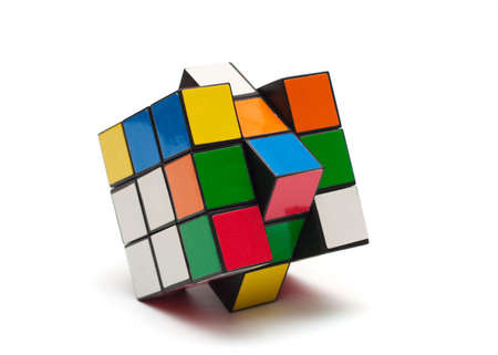 여러 가지 빛깔 된 큐브 퍼즐입니다. 루빅 큐브.
