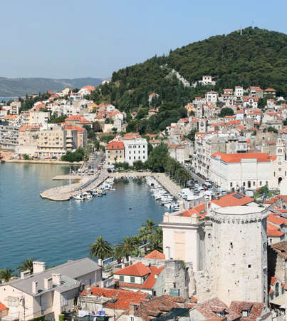 크로아티아 - 오래 된 마 지붕의 달마 티아 파노라마 분할