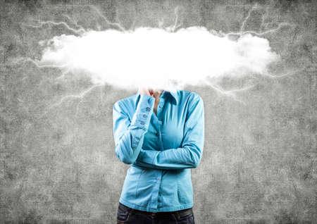 negative thinking: la jeune fille avec un nuage blanc sur une t�te