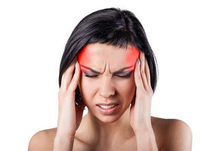 Mädchen mit einer schmerzhaften Kopf auf einem weißen Hintergrund