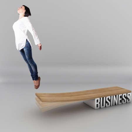 springboard: Bella joven, saltando en una tabla de madera