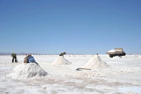 sal: La producci�n de sal en las salinas de Uyuni
