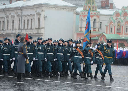 upbringing: Pupils of the cadet corps of EMERCOM in the parade on red square