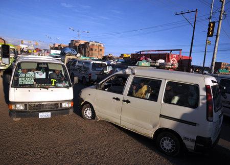 traffic jams: Traffic jams on the streets of La Paz